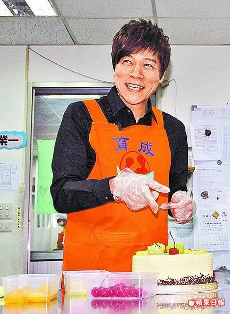 【蘋果日報】洪榮宏DIY蛋糕獻娘 爛手技難出師 代表圖