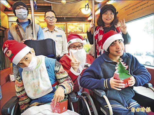 【自由時報】幾米月亮公車 開放身障者預約 代表圖