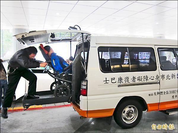 【台北都會】營運壓力大 復康巴士委外業者意願低 代表圖