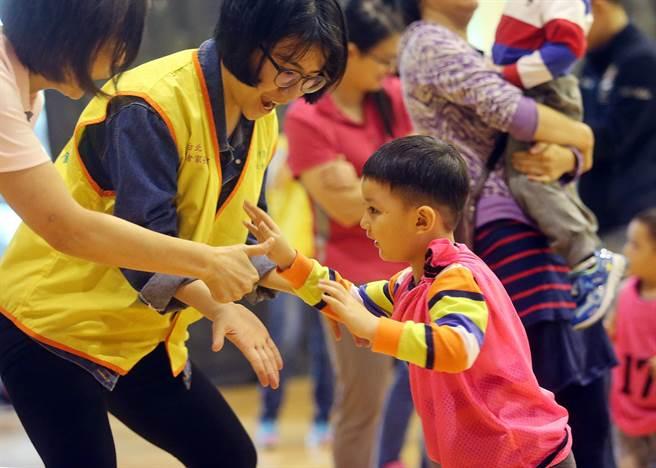 【中時新聞】慢飛天使快樂成長 育成辦親子趣味競賽 代表圖