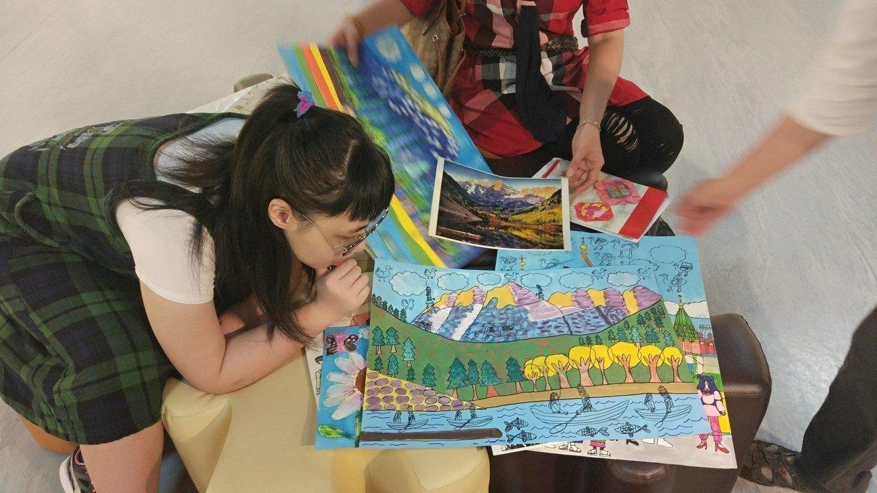 【聯合新聞】父中風、母新住民家低收 她自閉學畫獲獎 代表圖