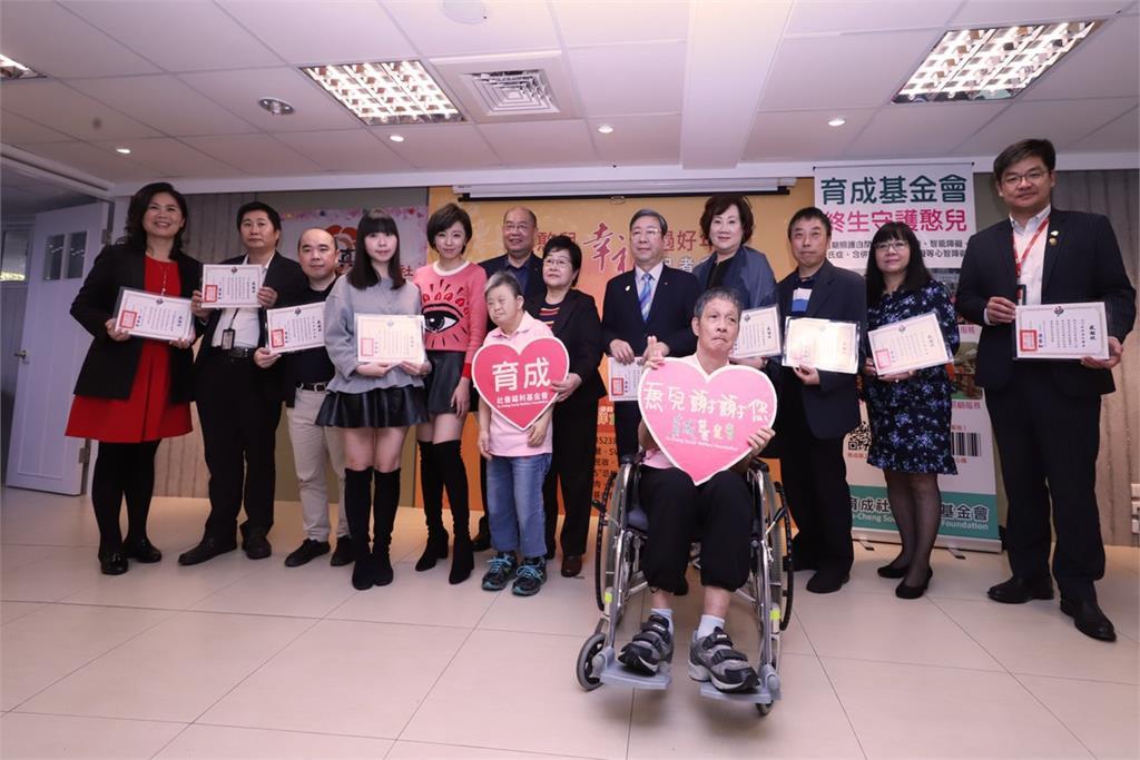 【民視新聞】王瞳做愛心 捐十套娘家年菜助憨兒團圓 代表圖