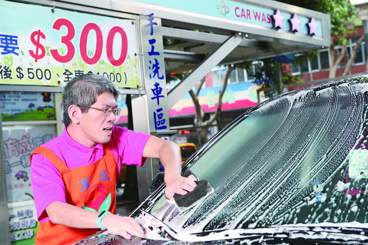 108年度英雄榜-張立恆 育成庇護工場的洗車場戰士 代表圖